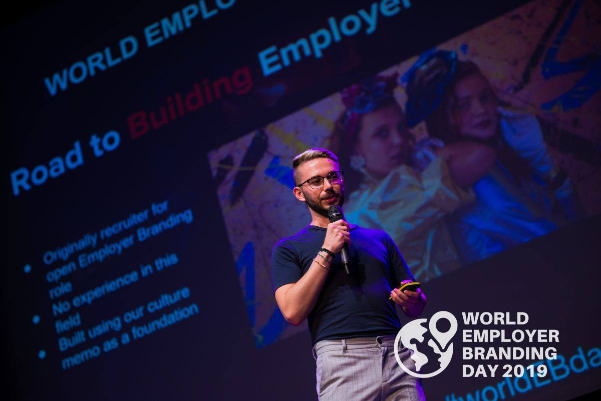 Amir Moini Global Employer Branding Lead at Netflix giving his presentation during the WorldEBDay Conference