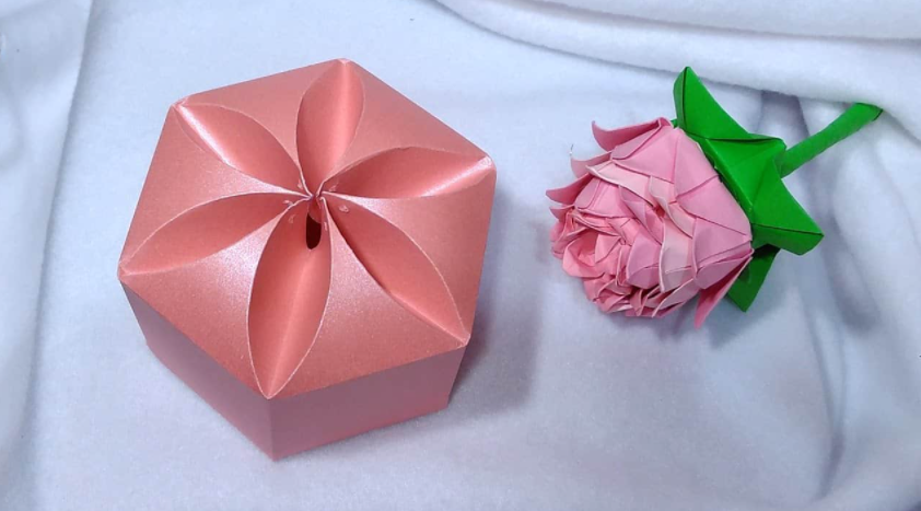Picture of a flower gift box.